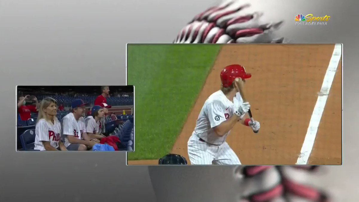 Luke Williams got a hit in his first MLB at-bat and his family could not be more AMPED: https://t.co/7vI6W3BCB7