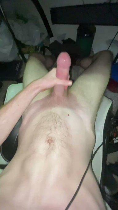 Gamer boy (excuse my messy room plz lmao) with a big cum explosion https://t.co/FCLxR1ASDh