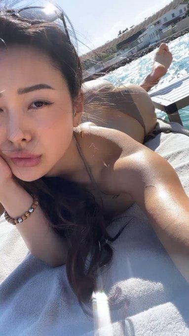 Windy tanning day https://t.co/Khdsm8x00h