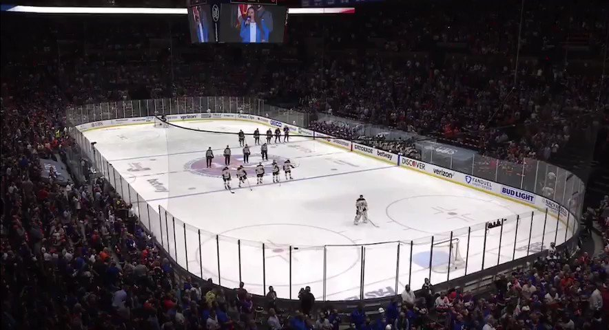 RT @Joe_LoGrippo: The National Anthem before the Islanders-Bruins game will automatically give you the chills. https://t.co/dySauwpRDR