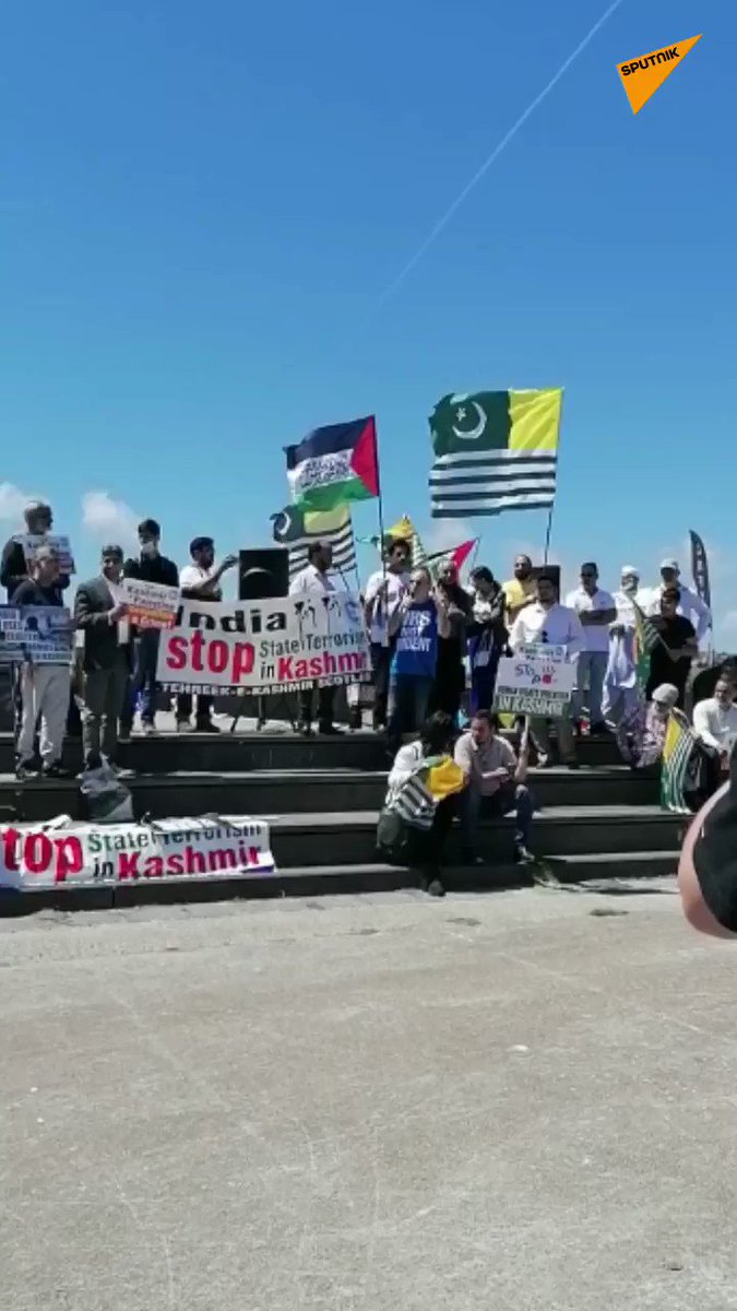 UPDATE | Hundreds of supporters of 'Kashmir's self-determination' gather in Cornwall for protest https://t.co/E9OR9rDU1r  #SputnikUpdates https://t.co/1mlA4JlhJF
