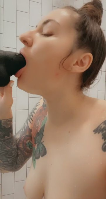 Everyday this week at 10am, new shower video https://t.co/NrSUqb194n https://t.co/iLW9r1NtwT