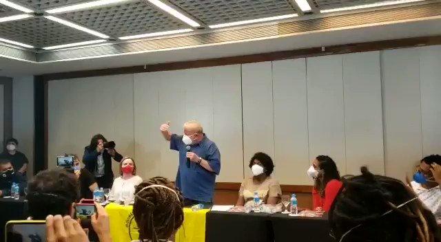 🔴 O ex-presidente @LulaOficial discursa durante encontro com lideranças populares, neste sábado, no Rio de Janeiro.  📽 Caio Bellandi. https://t.co/rKZAJ1nbm6