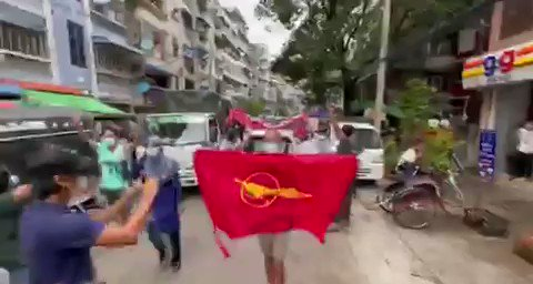 A guerrilla Style Strike by Yangon Students Union and General Strike Committee was seen flooding the streets of Yangon in defiance of military dictatorship. #WhatsHappeningInMyanmar  #June14Coup #EndSexualViolence https://t.co/hFzT02DBVT