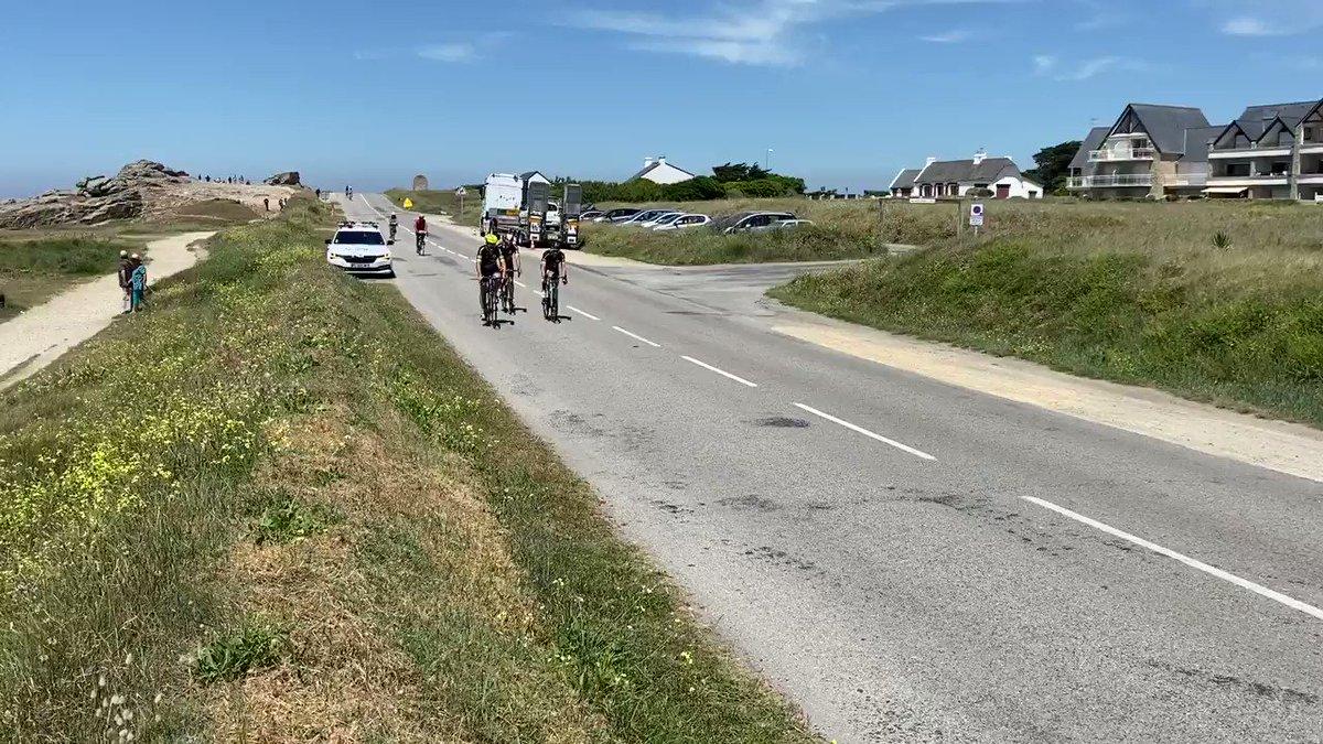 Image for the Tweet beginning: Encore 70km avant l'arrivée, tout