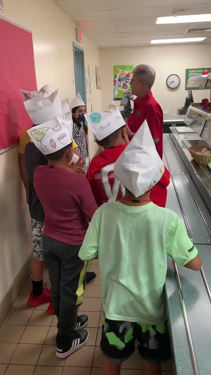 I absolutely LOVE our @KleinISDFood team! Ms. Diane and Kate have been rockstars teaching our @EppsIslandKISD Tigers! Kitchen tours are SO fun!!!‼️Food safety, cafeteria etiquette, MyPlate, and so much more! @k_avila_ https://t.co/uGjhpjdlGu