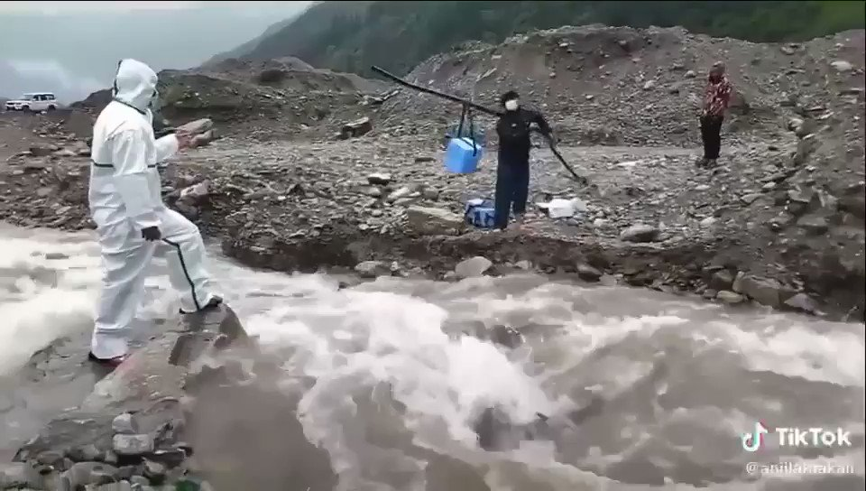Hitten hard by the second wave of the #COVID-19 pandemic,#Nepal is now experiencing one of the most difficult start to the monsoon.  In this video,we can see a health worker from Lete,Mustang trying to get hold of the vaccine which,is already scarce in supply.   #WeNeedVaccines https://t.co/VM6AVPSpop