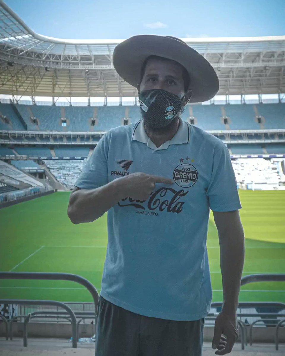 Dia de Grêmio, estreia de Douglas Costa. Vamos Tricolor! 🇪🇪  #gremio #gauchodageral #douglascosta https://t.co/U2DJXafa7a