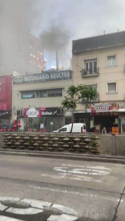 Image for the Tweet beginning: 🚧 Belgrano: Hubo un incendio