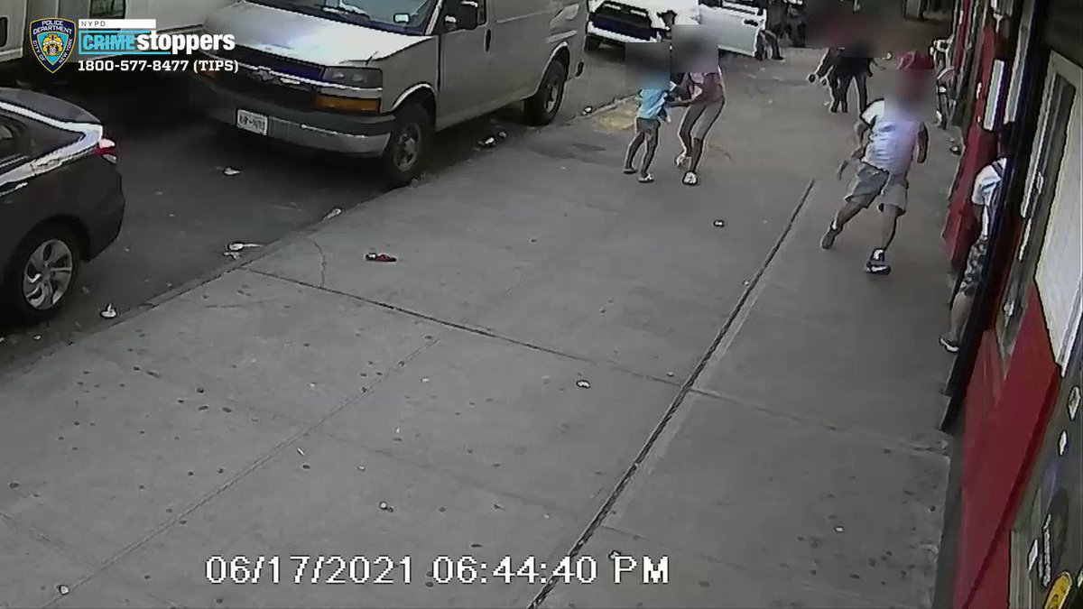 SHOCKING VIDEO: 2 children nearly caught in crossfire when gunman opens fire on Bronx sidewalk, shooting man multiple times at close range  Full story: https://t.co/eitvzM0GOI https://t.co/8yJZF62aAA