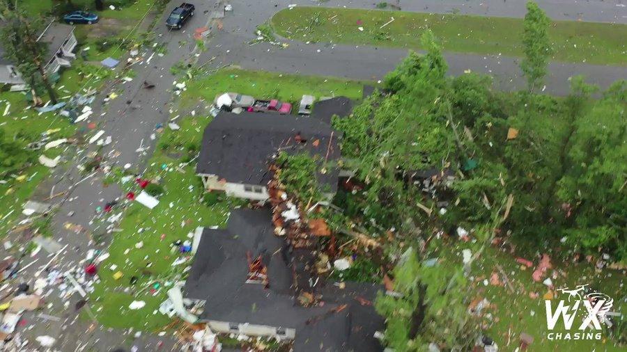 Tornado Naturkatastrophen: Unglaublich was Tornado hinterließt.