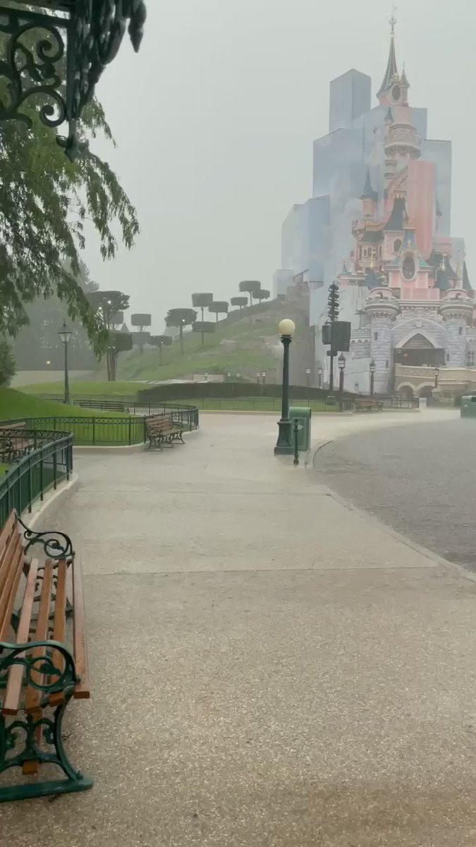 ⛈ Guests and Cast alike are running for cover 😅 https://t.co/q5U5k4NRpw
