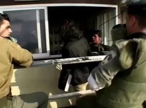 A video showing Israeli occupation soldiers harassing underage Palestinian girls https://t.co/cY3pgUSYsP