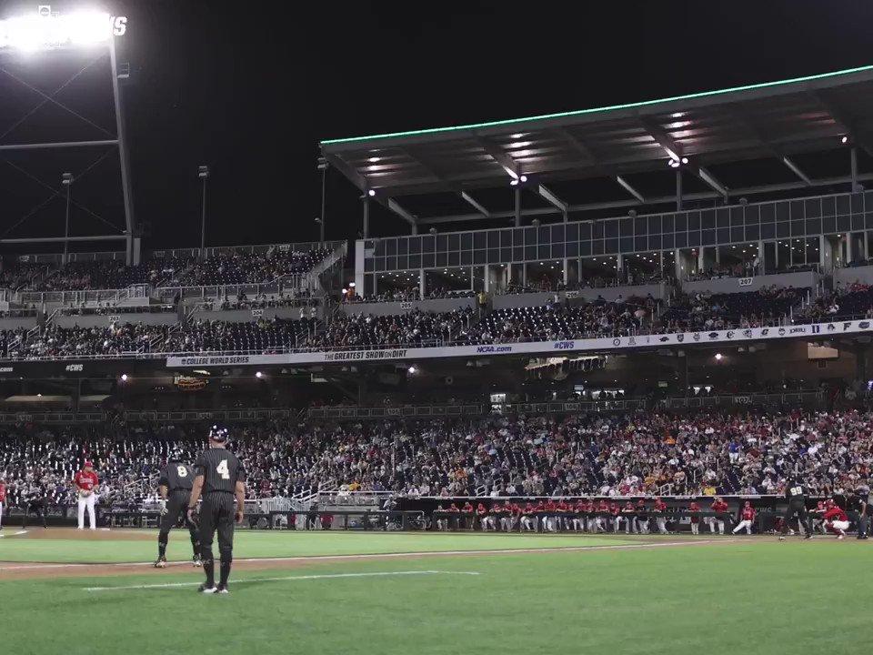 Watch it.  Live it.  FEEL IT.   The @VandyBoys Walk-Off! #CWS https://t.co/UmdIiXp7Rz
