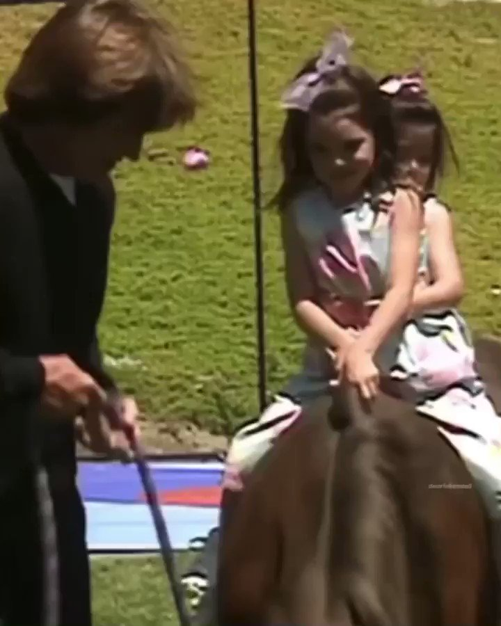 Happy Father's Day to @Caitlyn_Jenner 💕 ! Also can we talk about how Kenny is making sure Ky holds on to her so she wouldn't fall 🥺😭❤️✨ @KendallJenner @KylieJenner #KendallJenner #KylieJenner https://t.co/EMEPvID2jp