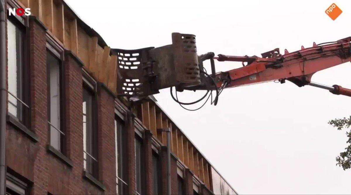 """Hartverscheurende beelden van de gentrification frontier, momenteel in een centraal stuk van Rotterdam-Zuid. Deze man legt het nog even kort en krachtig uit: """"Want er wordt gezegd: Er moeten rijkere mensen hierheen komen. Arme mensen moeten oprotten"""" #tweebosbuurt https://t.co/wDouC9nIoy"""