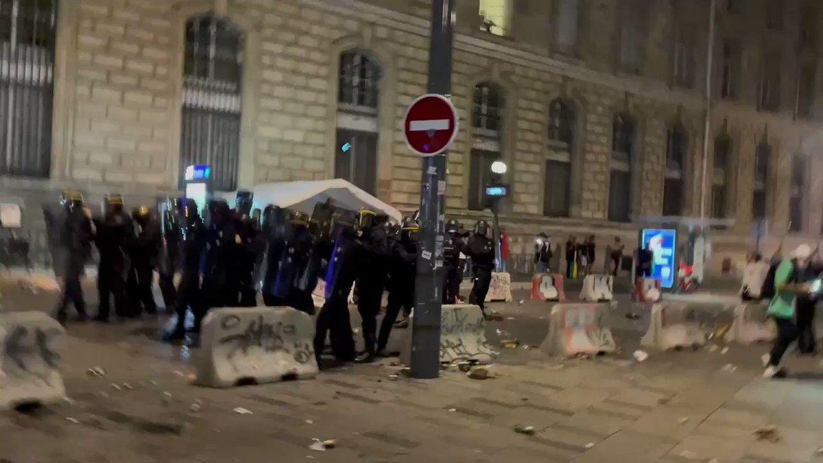 Après le droit de manifester, @GDarmanin en roue libre, s'acharne sur les jeunes et saccage une #fête populaire. Ou va s'arrêter cette dérive violente et répressive ? #FeteDeLaMusique https://t.co/WGG4LSPlrV
