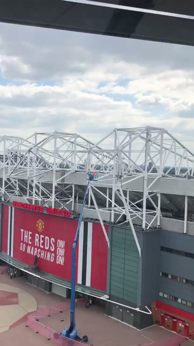 Old Trafford getting painted #MUFC https://t.co/euPGT1eMlp