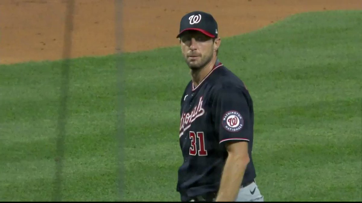 Max Scherzer stares down Joe Girardi, Joe comes out of the dugout and challenges him then gets ejected, Max shows off his glove and hat https://t.co/cjwNfLBHuO