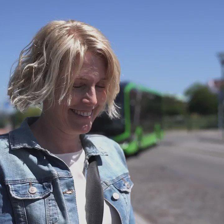 Idag hänger vi med Iris. Hör henne berätta om Malmös nya elbussar, hur de påverkar miljön och vårt arbete för en hållbar framtid.   Tillsammans ger vi Skåne skjuts 🌍💚 https://t.co/gwy8RvnPh5