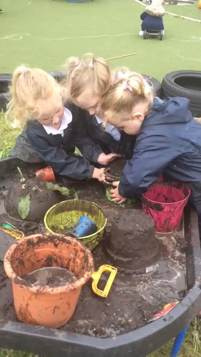 Image for the Tweet beginning: Making mud castles today! 🏰