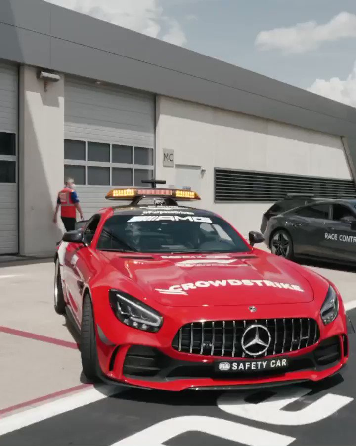 Image for the Tweet beginning: That @MercedesAMG red 😍  Up close