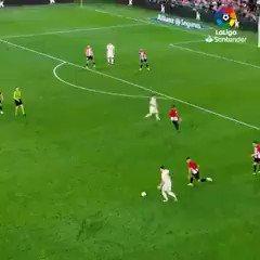 マルセロ好きだわ。試合中もつい目で追っちゃう。何かしそうな期待感があるよね。 #サッカー動画 #サッカー好きな人RT https://t.co/l8QisB1Ycc
