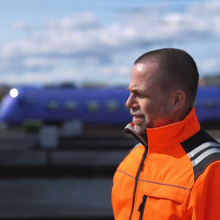 Idag hänger vi med Gustav till tågdepån i Raus. Hör honom berätta om arbetet på depån och varför det är viktigt att hålla tågen rullande i pandemitider.   Tillsammans ger vi Skåne skjuts 💜 https://t.co/Jgg3oAoF1h