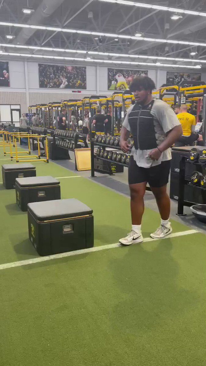 RT @brgridiron: .@TristanWirfs74 is not your regular O-lineman 😳  — 48-inch jump — 345 pounds  https://t.co/WUcFuB6ptz