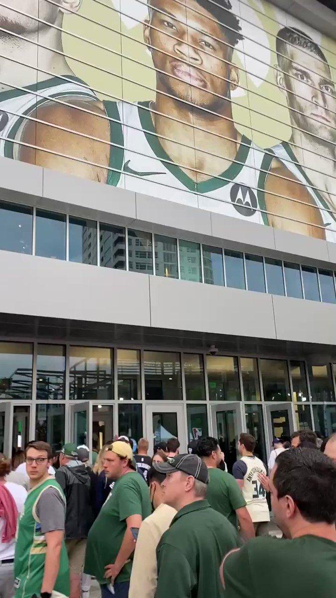 Game 4. @Suns / @Bucks https://t.co/qCu7KiCoKv
