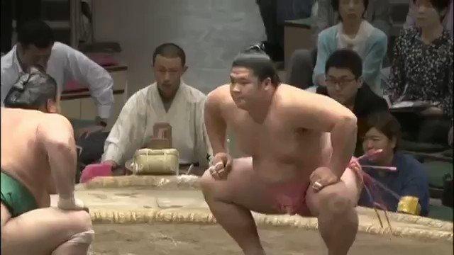 相撲界で1番多く塩を撒く旭日松と、1番少ない塩を撒く宇良が対戦した時の動画