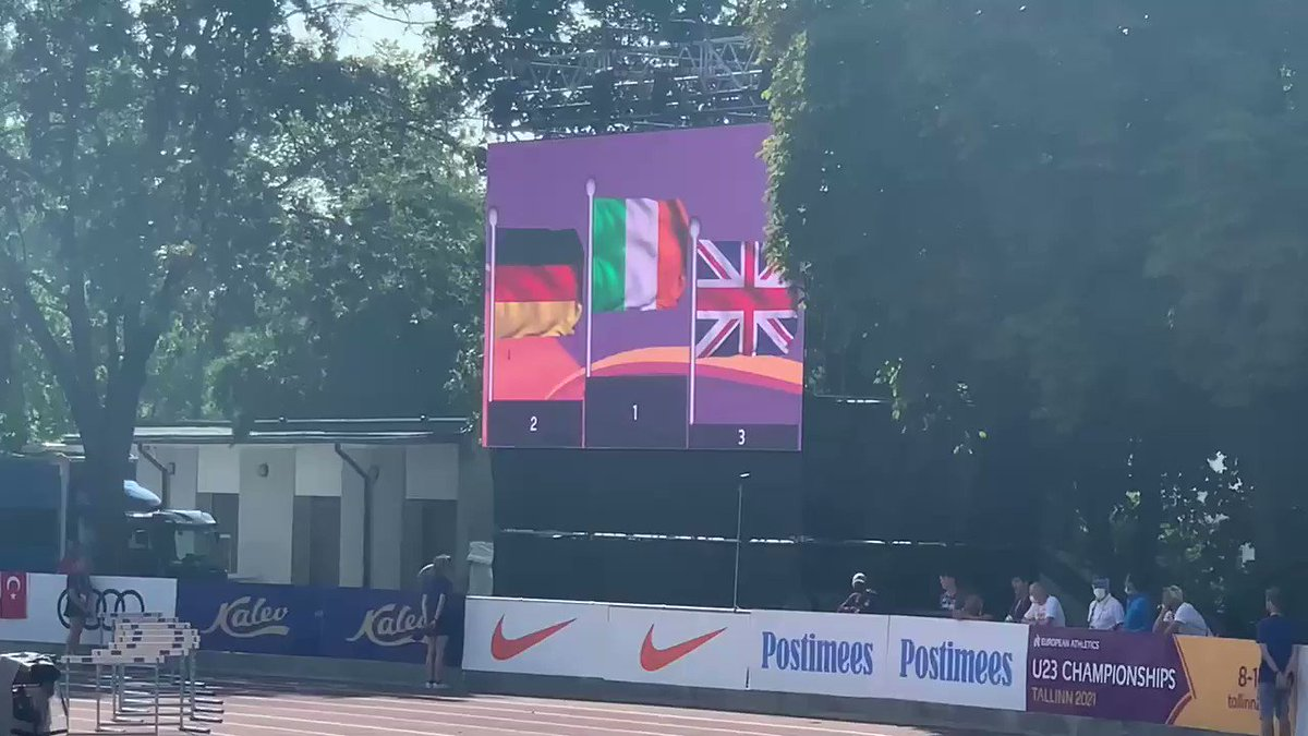 The 4th Irish National anthem of the weekend. Young Nick Griggs receives his gold medal after his 3000m win here at the European U20 Championships in Tallinn Estonia. It's an Irish gold rush!. ☘️🇮🇪 🥇🥇🥇🥇 @irishathletics https://t.co/NIohDOQz2g