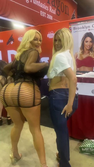 Me and the beautiful @Brooklyn_Chase reunited today @EXXXOTICA https://t.co/89K0kmIzKZ https://t.co/Pm6vE2FQY4