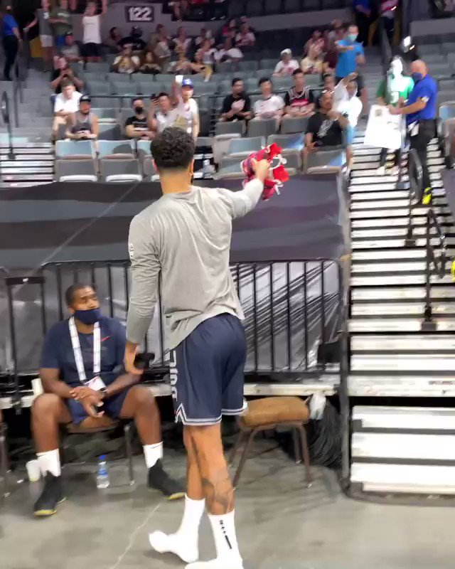.@jaytatum0 making sure to gift this fan with a game-worn Air Jordan 36 🙏 @NBAKicks https://t.co/BBvaoYbfZM