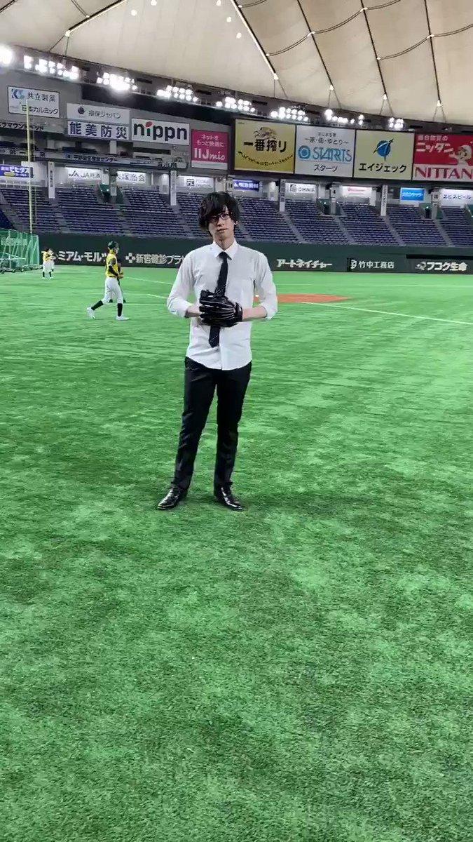 野球×エンターテインメント 『ACTORS☆LEAGUE 2021』 #アクターズリーグ   ゲスト解説・荒牧慶彦のテンションが上がりまくっております。 その結果の背面キャッチ。