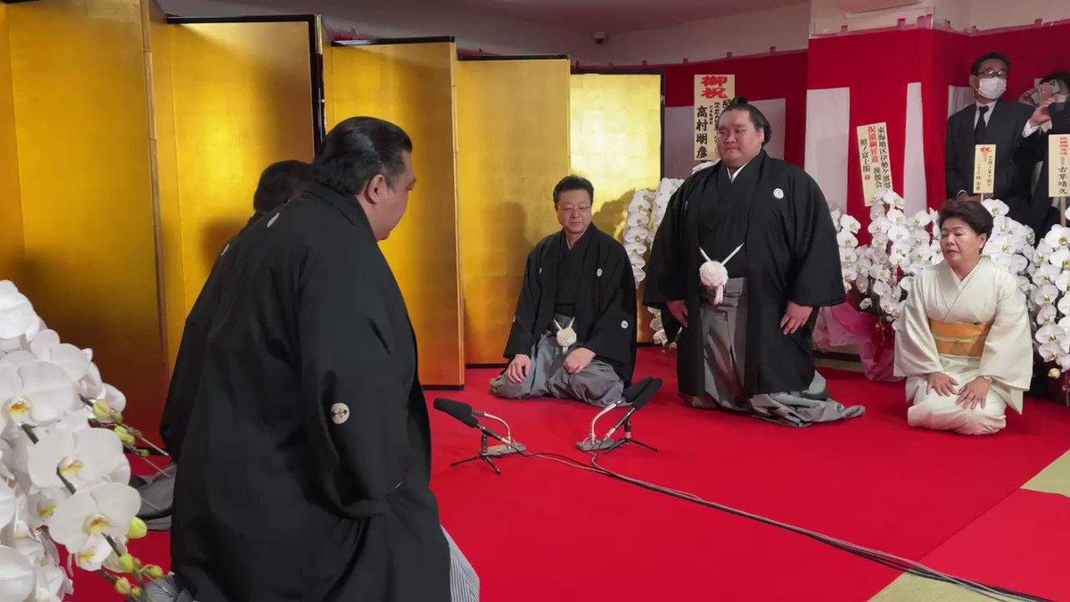 <横綱昇進!照ノ富士> 照ノ富士の横綱昇進伝達式です。 使者は高島理事、浅香山審判。  #sumo #相撲 #横綱 #照ノ富士