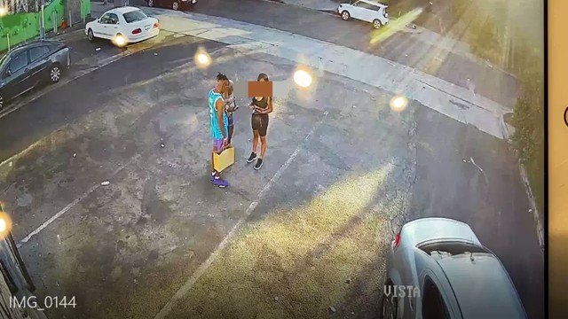 Brazen Daytime Robbery Captured on Video   @LAPDWilshire Detectives asking for the public's help in finding the victim and witnesses to assist in this Attempt Robbery where shots were fired by the victim. Detectives recovered surveillance video which captured incident in detail. https://t.co/gLUgQC3Lpy