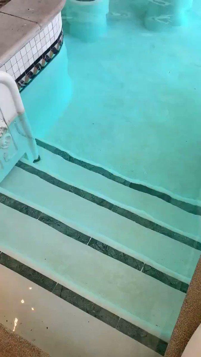 Blackjack in the pool 🤩  Looks like heaven  (via @LasVegasLocally) https://t.co/tQfu1LFhh9