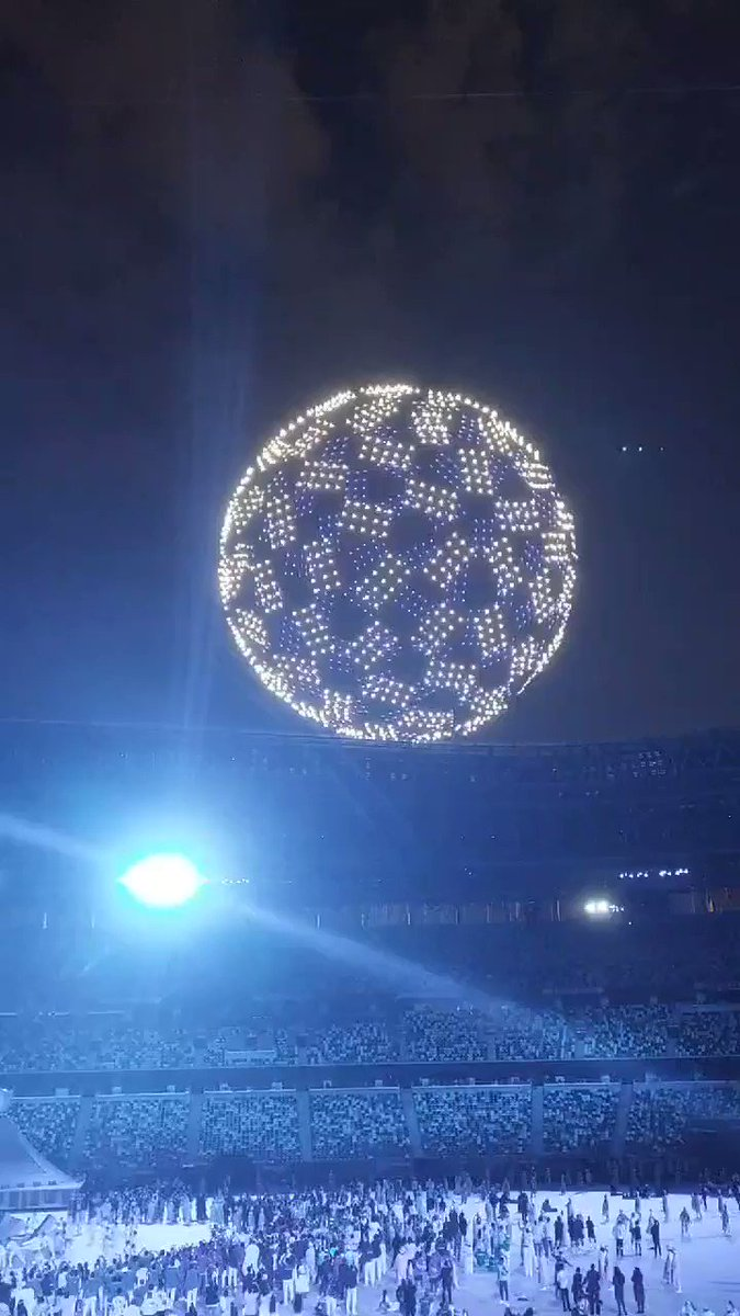 1,800 drones forming a revolving globe at the opening ceremony. Cool   https://t.co/OFIPofbRXc