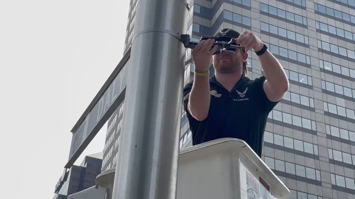 It must be getting closer to #TheBrickyard Weekend…  @ConorDaly22 is installing the final driver street sign on meridian just north of Monument Circle!   #INDYCAR   #BigMachineGP https://t.co/VxNdn7l0Vv