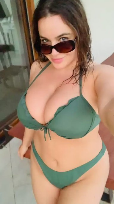 Cum play with me, the water's Nice 💚  🌅 https://t.co/arM5DTrQHH 🌅 https://t.co/iaJJH3ScND