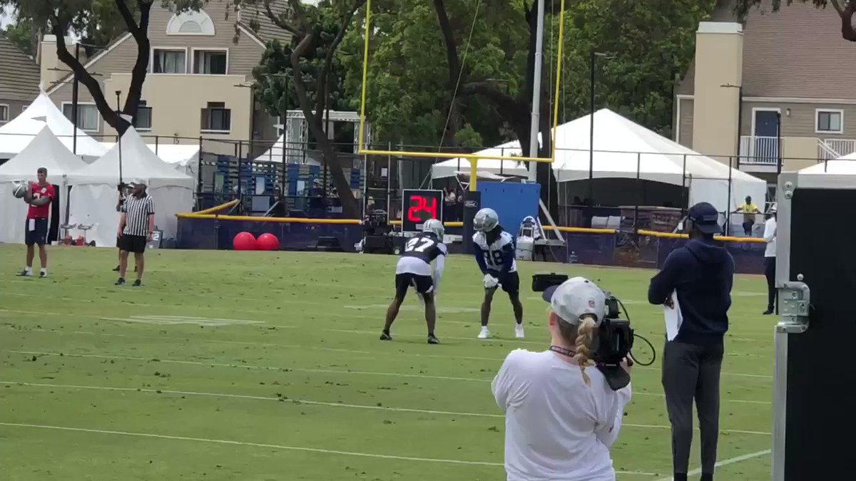 CeeDee Lamb with the one-handed snag against Trevon Diggs 🤯 https://t.co/R9w1xW21tH