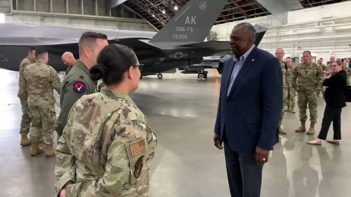 It was wonderful meeting some of the servicewomen and men at @EielsonAirForce base today. You all support programs and operations that are absolutely critical to maintaining our edge and deterring 21st century threats. Thanks for all that you do. https://t.co/1ccUpk4BRC