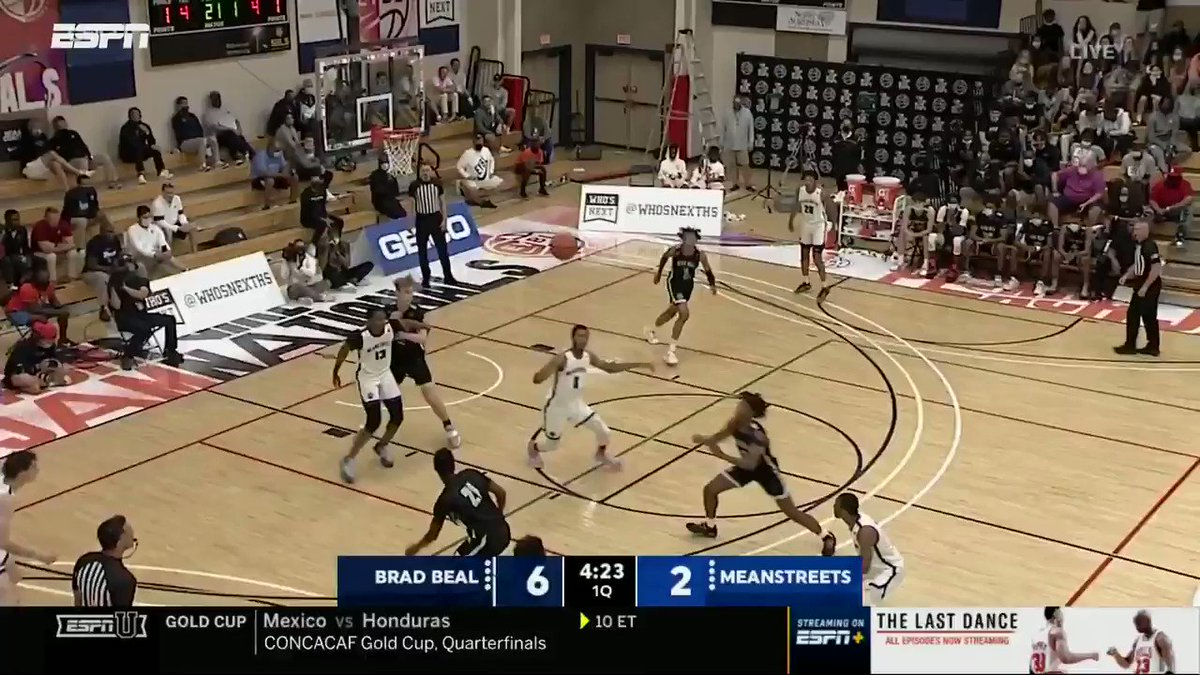 NO-LOOK from Nick Smith 👀  Smith is the #1 2022 ESPN player from the state of Arkansas according to @PaulBiancardi   @BradBealElite @ntsmith1402 @BraxtonStacker https://t.co/ZOf6KQJzGM