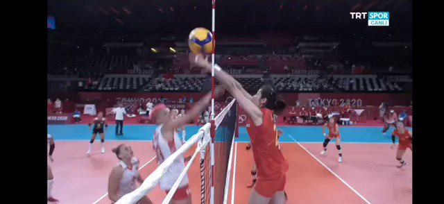 """""""LOVESICK GIRLS"""" was played during a Volleyball match in the #TokyoOlympics , Japan.  ONE GOAL 4 PINKS I followed @965TDY and I vote BLACKPINK (@BLACKPINK) for #ArtistoftheSummer   https://t.co/rrqmRLWPsX"""