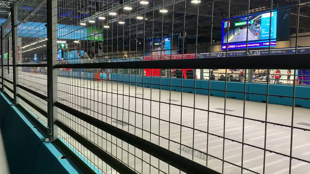 280 km/h. 100% electric. 200% excitement. Almost all premium brands. Tomorrow's racing, today.   Here in #London #FormulaE   Only shame is: Covid restrictions mean no public access (this year).