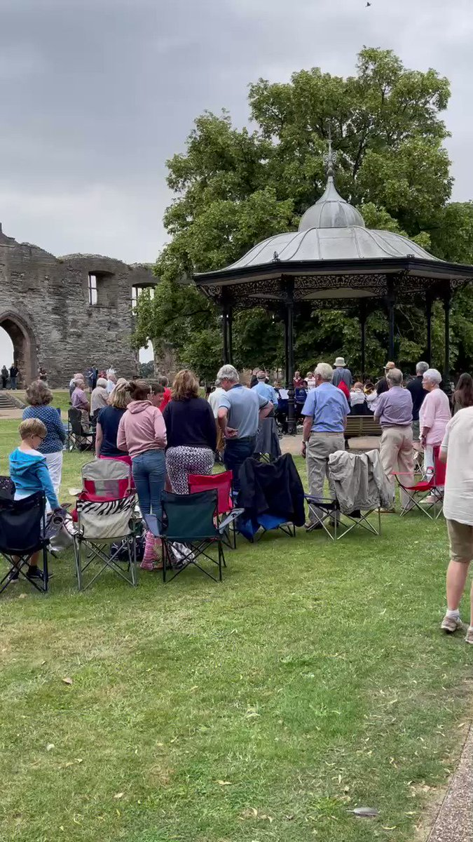 🇬🇧Lovely afternoon in the #Newark Castle grounds today as the brass band concertos returned to the bandstand🎺  🎷These are free, family events put on by Newark Town Council and everyone is welcome from 2:30pm on Sunday's during August - bring your own seat & enjoy! https://t.co/fEnsnFtOr4