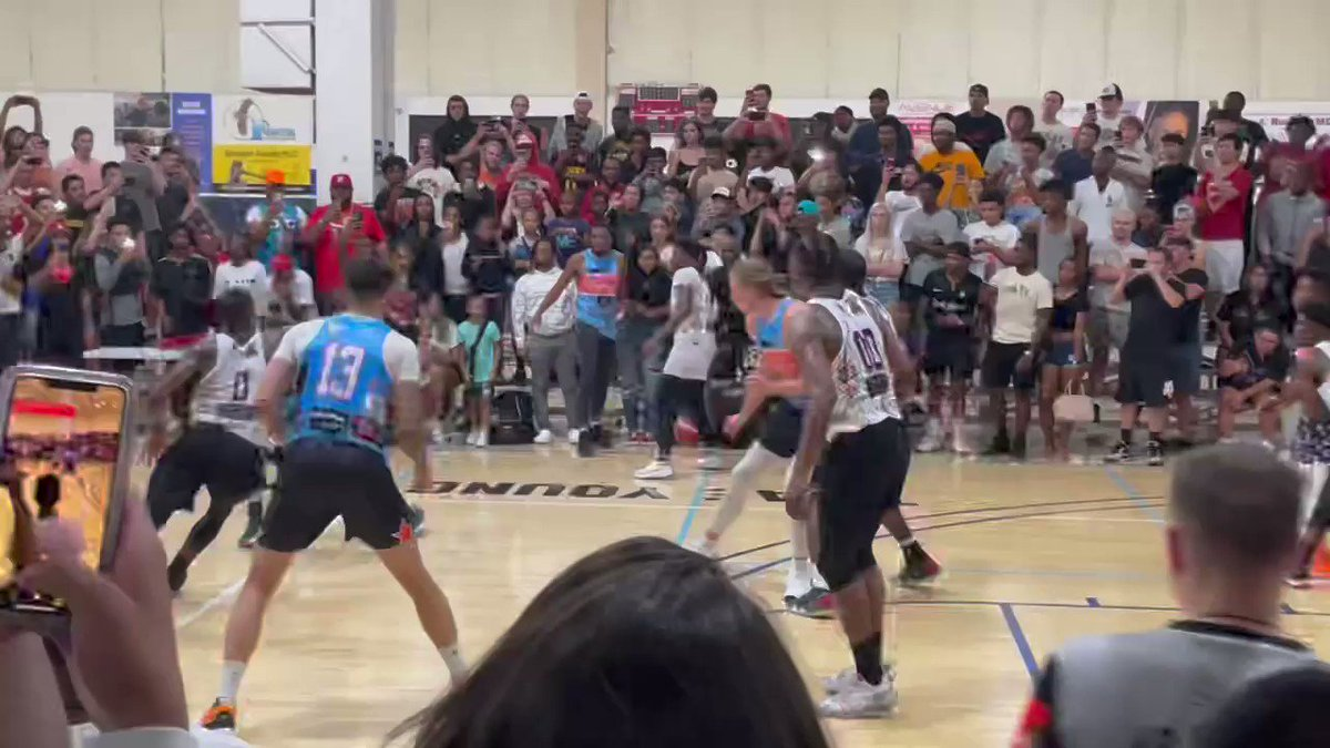 Down two in final seconds, #Hawks star @TheTraeYoung hits a 3-pointer for the win in Oklahoma City's Pro-Am Skinz League tonight. Hometown crowd loves it. 🎥: Rich Taylor. https://t.co/BX9kx5ae3R