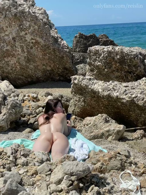 POV: Your girlfriend likes to sunbathe naked on a wild beach💦😈 https://t.co/OqheP16nNs