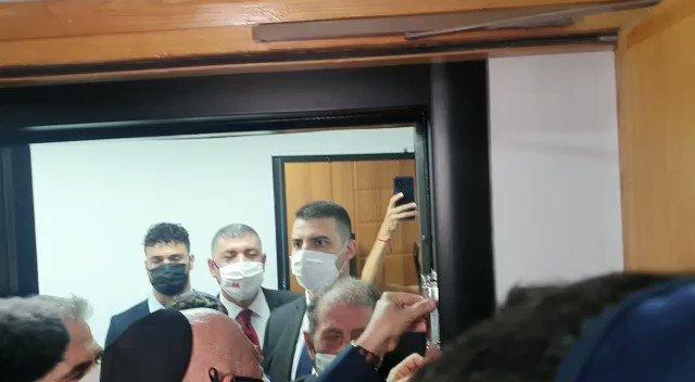 وقام رئيس الممثلية  الاسرائيلية في العاصمة المغربية دافيد غوفرين بوضع المزوزة